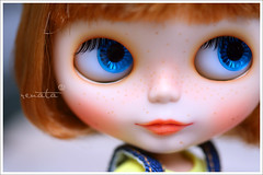 Freckles (r e n a t a) Tags: friends macro canon toy doll brinquedo meeting plastic blythe  boneca amigas custom ferrugem takara aubrey encontro plstico capricho flawless sardas amazingwork rustygirl elianasaito