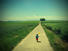 Infinity (Thiago Lopes) Tags: blue red yellow way children little infinity ballon lanscape littlechildren longperspective
