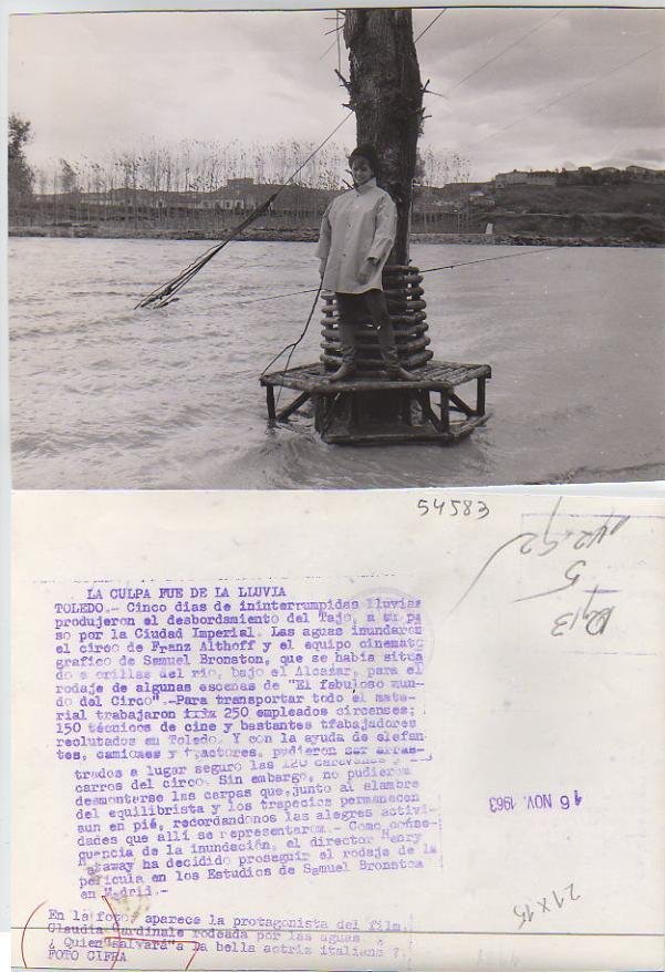 Claudia Cardinale en Toledo en la inundación de 1963 mientras rodaba El Fabuloso Mundo del Circo