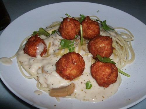 spaghetti with chicken balls