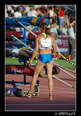 Buscant la perxa (/\/\iquel D.) Tags: barcelona sports field athletics track stacy meeting running pole vault athlete montjuic atletismo olimpic trackandfield atleta esport atletisme estadi miting pertiga perxa dragila