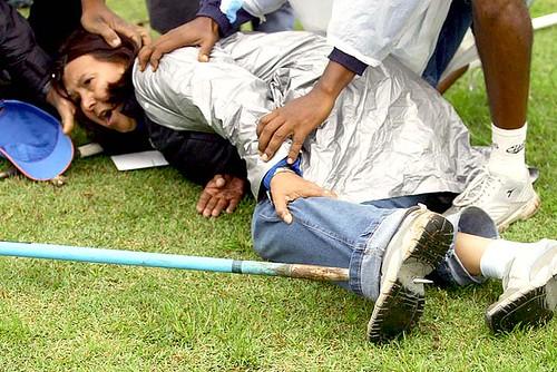 Árbitra Lia Mara Lourenço atingida por um dardo