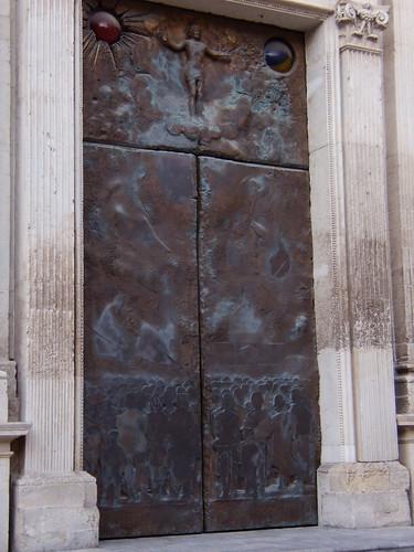 Duomo Lecce: il portale di Manzù