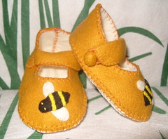 antique gold and cream handmade mary-janes with bee motifs (Funky Shapes) Tags: uk baby love colors kids gold shoes autum handmade bees cream felt zapatos gift maryjanes booties bebes babygift funkyshapes babyclothing babyslippers insecys etsybaby