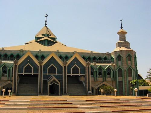 Masjid Al Markaz Al Islami Jenderal Muhammad Yusuf