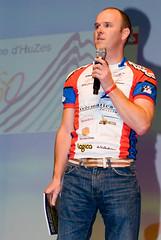 20081006-030 (Alpe d'HuZes) Tags: amsterdam cancer vu fietsen alpe amsterdan doel kwf goede kanker dhuzes alpedhuzes peterkapitein jurriaancallenbach geldoverdracht fredooms©