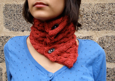 Chic Cabled Cowl