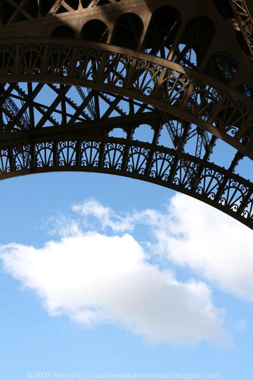 Tour Eiffel e le nuvole