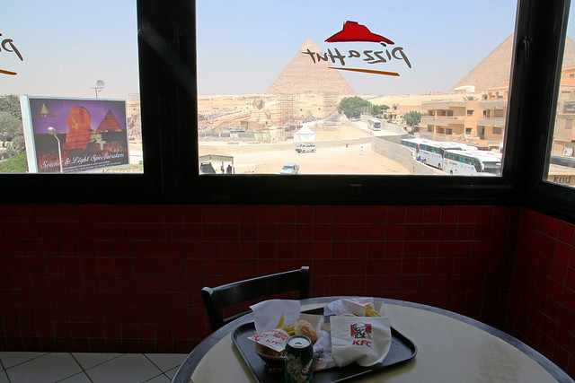 エジプト、ケンタッキーピラミッド前支店