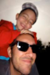 compltement flous (dominique hugon) Tags: me smile sunglasses flash cap hermitage flou ulysse fatherson dominique hugon