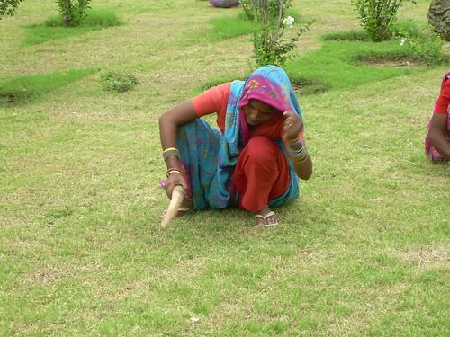 Mujer trabajando en Khajuraho