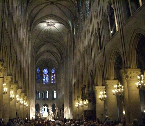 Interior Catedral Notre Dame, Paris