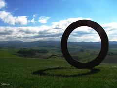 Il ritorno del cerchio (Stranju) Tags: county italy italia country volterra ring campagna tuscany toscana cerchio grano cerchione