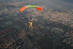 (✈✈✈Maidek✈✈✈) Tags: portrait italy sun sport clouds canon skydiving landscape fun fly flying airport italia wind dragonfly para andrea aircraft extreme tunnel aeroporto cielo tuscany skydive exit toscana tortuga parachuting aereo fazer arezzo fz1 windtunnel adrenalina paracadutismo maido estremo eutelia goldenmix fzs 52041 52100 canon400 excapturemacro maidek maidek77 viciomaggio skydivetortuga maidecchi andreamaidecchi