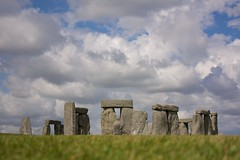 Clouds over Stonehenge (Natalia Romay) Tags: uk inglaterra trip england sky verde green beautiful grass clouds circle amazing europa europe britain stones pasto viajes cielo nubes stonehenge british crculo piedras hierba abigfave nataliaromay trop20travel lasmasvistas