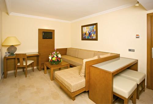 Ferrera Blanca Hotel & Apartments