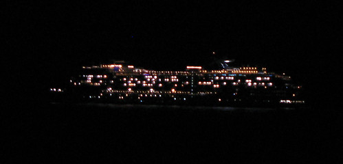 Cruis ship night