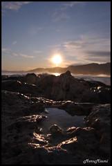 Mirando al sol (Marc Miguel Miami) Tags: sky sun sol nature mar nikon infant oleaje playa natura noviembre cielo otoo invierno 1855 olas rocas tarragona reflejos d60 calida espectacular hospitalet espigon mareas hospitaletdelinfante cielosespectaculares grandesolas