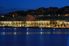 Valletta Waterfront (Giuseppe Finocchiaro) Tags: blue sea night nikon mare waterfront nightshot harbour malta porto notte valletta grandharbour floriana forni aplusphoto fornistores