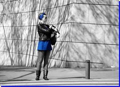 CON ESTILO (ABUELA PINOCHO ) Tags: madrid espaa photoshop cutout calle mujer spain candid urbana sombras aceofspades cruzando pasodecebra robado blueribbonwinner desaturado cruzadas fotografas golddragon mywinners abigfave tepasaste ltytrx5 ltytr1 citrit ysplix everydayissunday goldstaraward azofdigitalediting flickrballoonaward