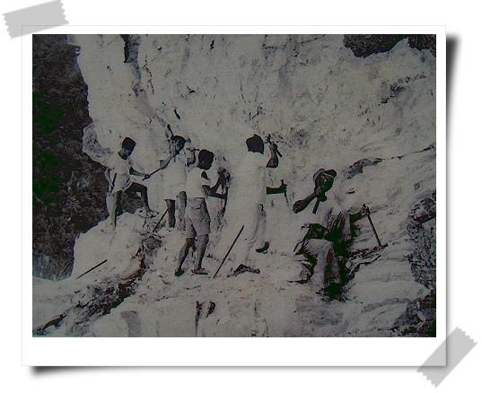 081124東台灣樂活之旅第7站_太魯閣國家公園30_解說牌上的中橫公路施工照片