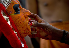 Theyyam Artist Having Make Up Applied On His Face, Thalassery, India (Eric Lafforgue) Tags: india macro face closeup canon worship vishnu dof indian religion profile ceremony culture makeup kerala indie ritual hindu indi maquillage indien hind indi inde hodu indland  hindistan devam indija   ndia theyyam hindustan 2416 kannur kasargod teyyam  theyam  lafforgue   hindia  theyyattam bhrat  kolathunadu indhiya bhratavarsha bhratadesha bharatadeshamu bhrrowtbaurshow  hndkastan
