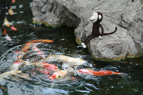 dhoby feeds the fishes (by mintyfreshflavor)