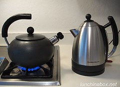 Battle: Regular vs. electric kettle