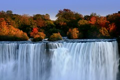 """ Fall in the Falls ""  ! (Ming chai) Tags: ontario canada colorsoffall colorsofautumn colorsofnatures niagarainthefall autumninniagara fallinniagara"