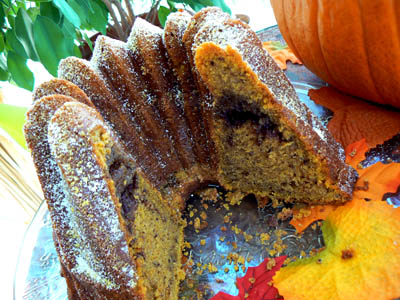 pumpkin bundt cake coupé.jpg