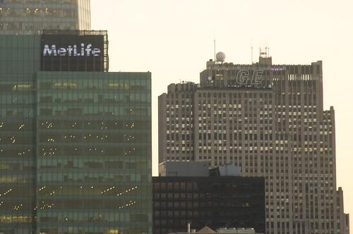 new MetLife Sign