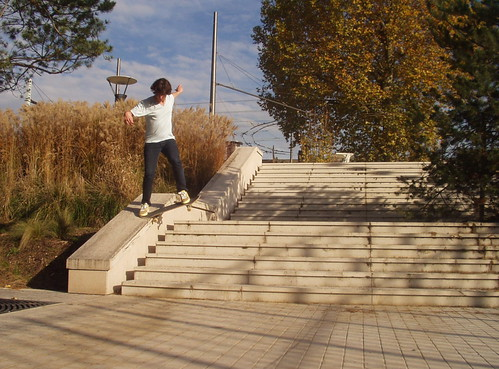 Backside noseslide