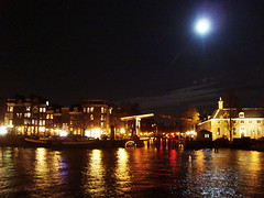 day972 thu13nov08 (a.pic.a.day/proud.of.my.day) Tags: amsterdam x canals fullmoon 365 kanaal vollemaan amsterdambynight onepictureaday project365 365days apicaday onephotoperday 365project httpapicadayblogwordpresscom