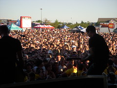 Crowd (theblackhammer) Tags: chicago warpedtour blink182 tomdelonge angelsandairwaves