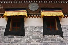 15537 (rudenoon) Tags: china windows stone architecture tibet monastery amdo tibetan  qinghai xunhua  sonydslra350 daowei rdosbis rdosbisgratshang daoweitemple daoweitownshipxunhua