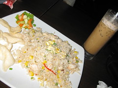 Nasi Goreng Hongkong + Ice Cappucino (Nike Rasyid) Tags: souvenir malaysia makan kopdar