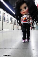 Coco esperando el metro