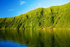 Na baa do silncio... (Joe Taruga) Tags: lake portugal geotagged reflex silence lagoa reflexo silncio azores aores setecidades pontadelgada somiguel viniciusdemoraes jorgecardoso baadosilncio geo:lat=37868281 geo:lon=25769205