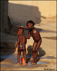 54-State kieto!!. (Ambrispuri) Tags: africa portrait water children agua village brothers retrato tribal nios ornaments misery mali hermanos adornos poblado miseria ambrispuri