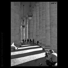 Sombras y Columnas (m@®©ãǿ►ðȅtǭǹȁðǿr◄©) Tags: italy canon italia vaticano canoneos500n cittàdeivaticano canon28÷80mmf3556 m®©ãǿ►ðȅtǭǹȁðǿr◄© marcovianna sombrasycolumnas