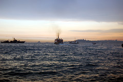 İstanbul-001 (latifcetinkaya) Tags: istanbul deniz iskele vapur bosphorus topkapı marmara boğaz günbatımı kadıköy dalga beşiktaş akşam savaşgemisi