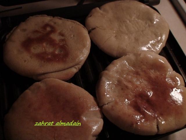 عرايس اللحمه وفطيرة صرة التفاح