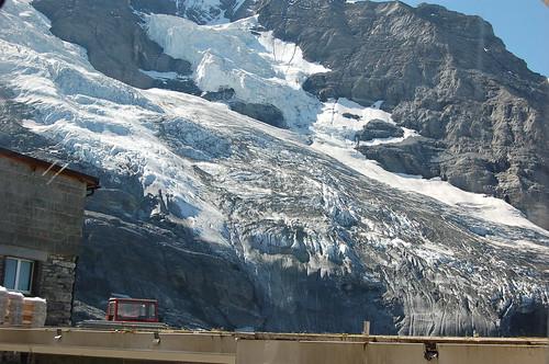 氷河のすぐそばの駅