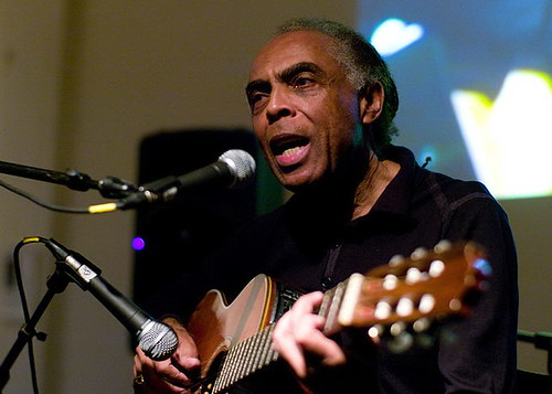 Gilberto_Gil_with_guitar