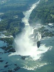 #Explore# Um grande ralo (DeniSomera) Tags: paraná grande cataratas fantástico águas helicoptero ralo fozdoiguaçu visitadoembaixadordojapaoaoparaná
