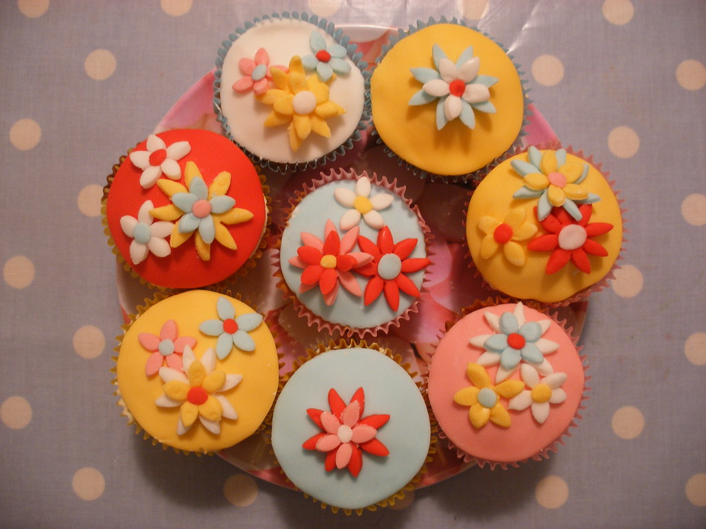 Happy fondant flower cupcakes
