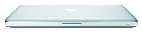 從圖中可見,屏幕角位與 MacBook Air 甚為相似,同樣採用收邊圓角,令機身從側面看起來更薄。