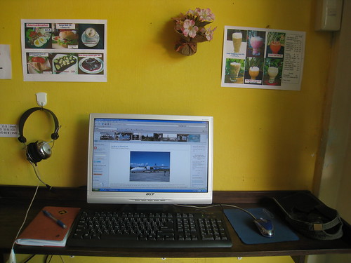 Bloggers Paradise - A small internet cafe in Chiang Mai, Thailand