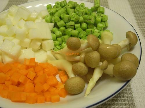 你拍攝的 1蔬菜鮮魚粥材料。