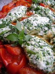 Quenelle di ricotta e spinaci su letto di pomodorini